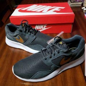 Nike women's kaishi running shoes grey gold